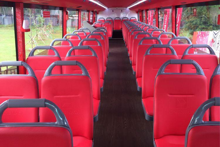Satu unit bus tingkat sumbangan CIMB Niaga untuk PT Transjakarta terparkir di area Senayan, Minggu (1/10/2017). Bus tingkat ini akan digunakan untuk bus wisata gratis atau city tour di Jakarta.