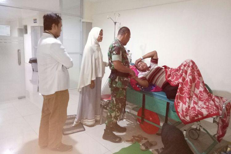 Salah satu korban miras oplosan masih dirawat di ruang IGD RSUD Majenang, Cilacap, Jawa Tengah, Jumat (27/4/2018).