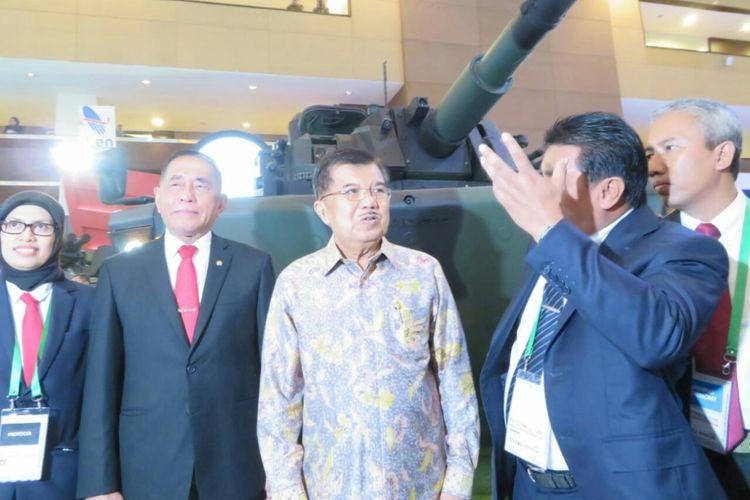 Wakil Presiden Jusuf Kalla membuka Indo Defence Expo di Jakarta International Expo, Kemayoran, Jakarta