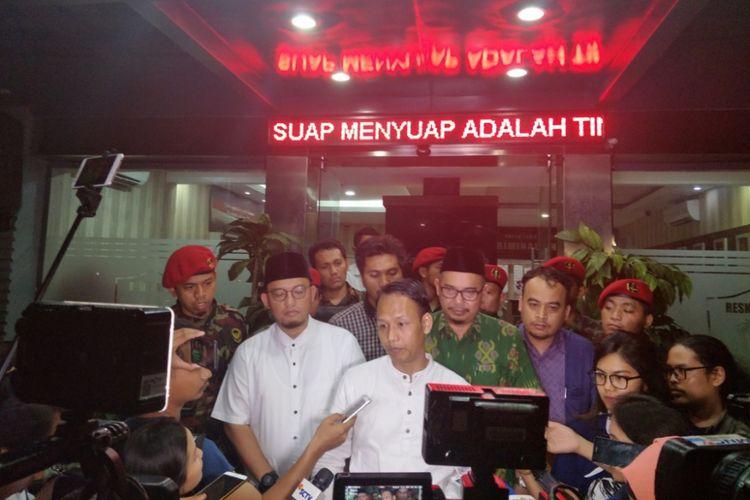Ketua PP Pemuda Muhammadiyah Dahnil Azhar dan Ketua Panitia Kemah Ahmad Fanani usai menjalani pemerimsaan Polda Metro Jaya, Jumat (23/11/2018).