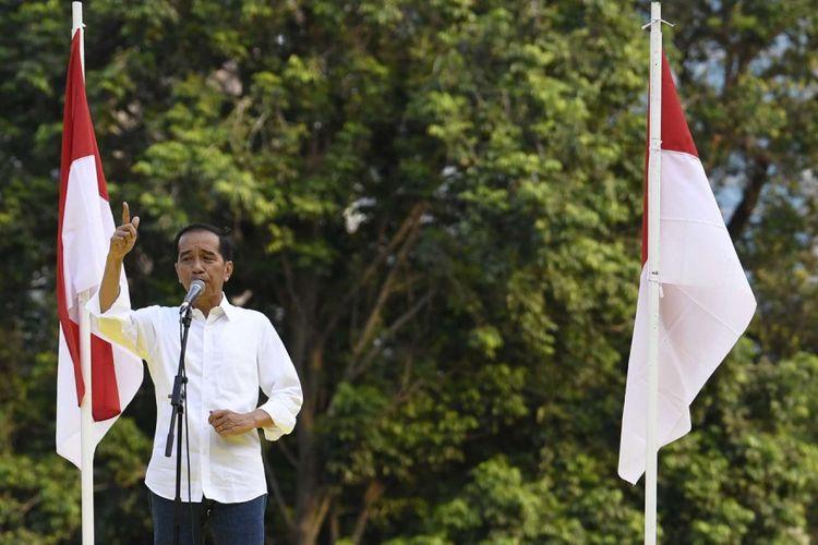 Capres petahana nomor urut 01 Joko Widodo menyampaikan sambutan saat Deklarasi Dukungan untuk pasangan calon Presiden dan Wakil Presiden Joko Widodo-Maruf Amin di Kompleks Gelora Bung Karno Senayan, Jakarta, Sabtu (12/1/2019). Deklarasi dukungan untuk kemenangan pasangan capres-cawapres Jokowi-Maruf tersebut digagas oleh Gerakan Alumni Universitas Indonesia (UI) dan sejumlah alumni universitas di Indonesia.