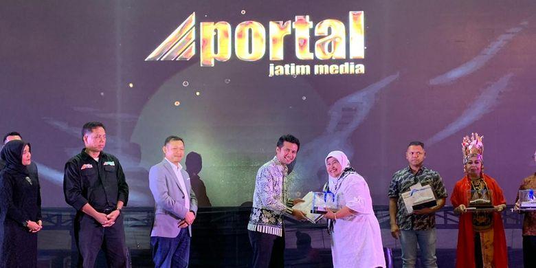 Berkat kerja keras serta kegigihannya mengembangkan Kesiman Jaya,  Karyani terpilih sebagai salah satu tokoh inspiratif versi Berita Jatim
