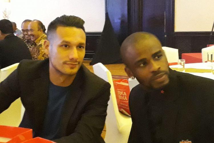 Raphael Maitimo dan Greg Nwokolo hadir pada acara launching tim Madura United untuk musim 2018 di Hotel Shangrila, Surabaya, Rabu (10/1/2018).