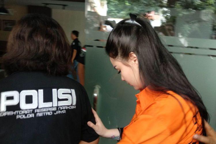 Jennifer Dunn resmi ditahan di rutan narkoba Polda Metro Jaya, Sabtu (6/1/2017)