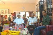 Anies Menjenguk Novel Baswedan di Kediamannya