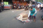 Warga Tabur Bunga di Lokasi Tewasnya Perempuan Tertimpa Besi Rusunawa Pasar Rumput