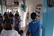 Ketika Anak-anak Disabilitas Mewarnai Halte Transjakarta Kampung Melayu