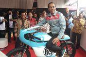 Outfit Streetwear Jokowi: Sneaker dan Jaket Lokal