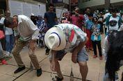 WN Australia Mahir Masukkan Paku ke Dalam Botol, WN Malaysia Jago Makan Kerupuk