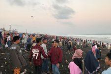 Libur Lebaran, Lebih dari 10.000 Wisatawan Kunjungi Pantai Jetis Kutoarjo
