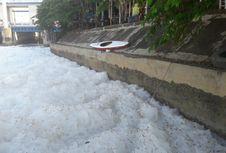 Atlet Dayung Terpaksa Mendayung Lautan Busa