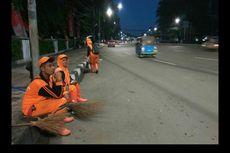 Raut Wajah Lelah Petugas PPSU usai Begadang Bersihkan Sampah Bekas Tahun Baru