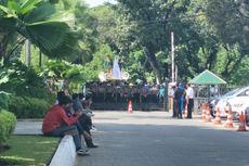 Saat Gempa, Sekelompok Mahasiswa Demo di Balai Kota DKI