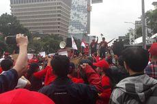 Aksi Demonstran Pro dan Kontra Ahok di Luar Gedung Pengadilan
