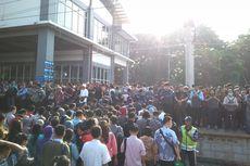 Penumpang KRL Tidak Boleh Berdiri jika Naik Kereta Bandara di Stasiun Duri