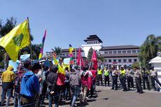 Tolak Deklarasi #2019GantiPresiden, Sekelompok Mahasiswa Aksi Jalan Mundur