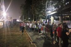 Pekan Terakhir Asian Games, Penumpang Menumpuk di Halte Gelora Bung Karno