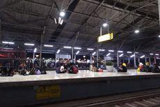 Cerita Penumpang Kereta Jakarta-Bandung, Kehabisan Makanan hingga Turun di Jalan