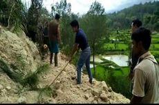 Longsor Akibat Hujan Putuskan Akses Jalan, 2 Desa Terisolasi
