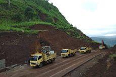 Meski Dilanda Longsor, Konstruksi Sabuk Merah Perbatasan Jalan Terus