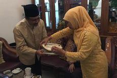 Didatangi Gus Ipul Jelang Pelantikan Gubernur, Khofifah Sajikan Durian