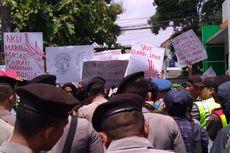 Tolak Perubahan Status Cagar Alam Kamojang dan Papandayan, Massa Segel Kantor BBKSDA
