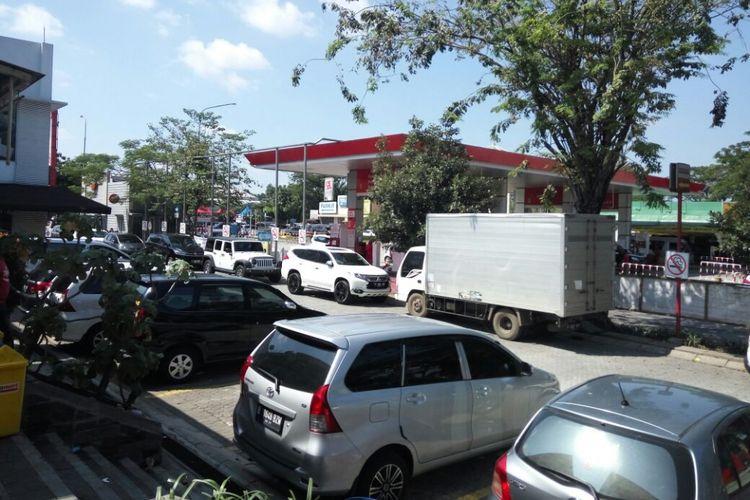 Kondisi restarea KM 57 arah Timur pulau Jawa masih dipadati kendaraan