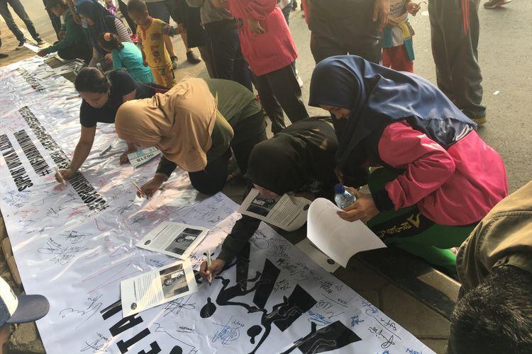 Aksi Solidaritas Warga Untuk Pria di Bekasi yang Dibakar Hidup-hidup, di Car Free Day Kota Bekasi, Minggu (6/8/2017).