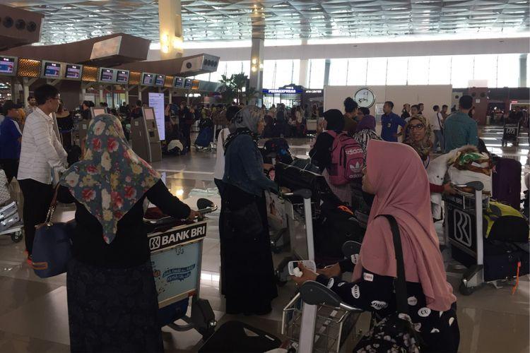 Suasana pintu masuk Terminal 3 Bandara Soekarno-Hatta, Tangerang, Kamis (31/8/2017) siang.