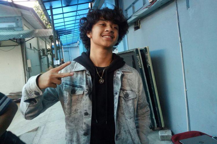 Bastian Steel berpose saat ditemui di kawasan Tendean, Jakarta Selatan, Selasa (12/9/2017).