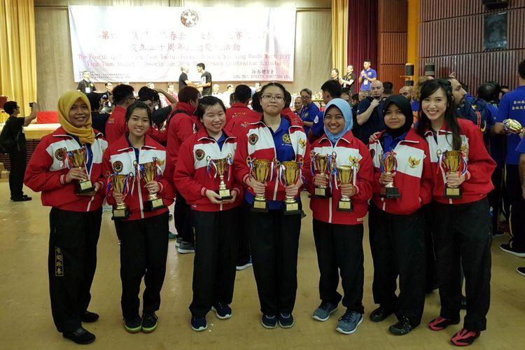 Para atlet wing chun Indonesia yang meraih piala pada ajang Kejuaraan Wing Chun Dunia The 4th Ip Man Ving Tsun Match yang diselenggarakan oleh Ving Tsun Athletic Association, Hongkong, pada Sabtu (7/10/2017).