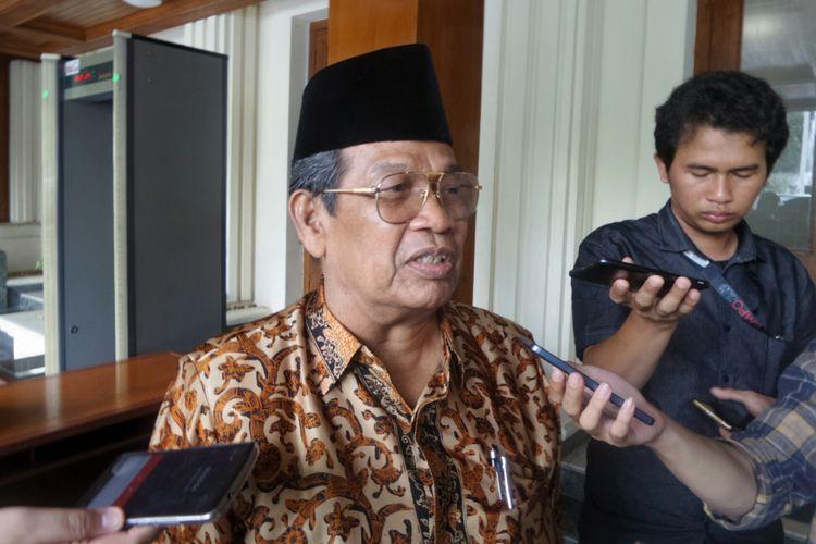 Ketua Bidang Hukum dan Perundang-undangan MUI Basri Bermanda usai bertemu dengan Wiranto di Kemenko Polhukam, Jakarta Pusat, Rabu (11/10/2017).
