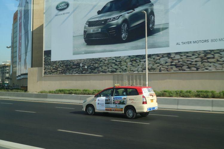 Penampakan Toyota Kijang Innova digunakan sebagai taksi di Dubai.