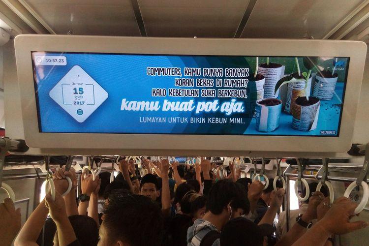 Salah satu tayangan MacroAd Linikini di kereta api. Layar MacroAd LINIKINI dapat ditemukan di sejumlah kereta tujuan Jakarta-Cikarang. Dengan begitu, para penumpang KRL dapat menikmati perjalanan sambil menikmati fasilitas dari MacroAd LINIKINI.