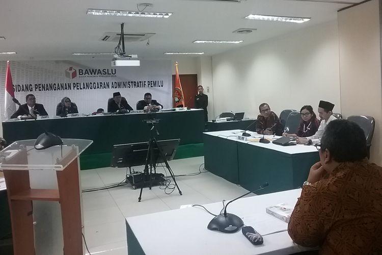 Sidang pemeriksaan dugaan pelanggaran administratif, dengan agenda pemeriksaan saksi ahli digelar oleh Bawaslu RI, Jakarta, Jumat (10/11/2017). Tiga perkara yang disidangkan hari ini yaitu PKPI Hendropriyono, Partai Idaman, dan Partai Rakyat.
