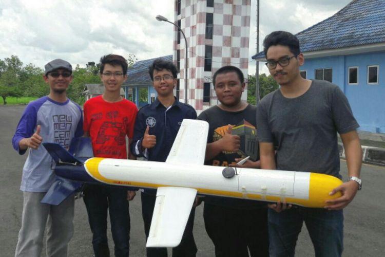 Rudal Pasopati hasil penelitian grup riset Aeronautika UGM saat di Lapangan Udara Gading, Wonosari, Yogyakarta.