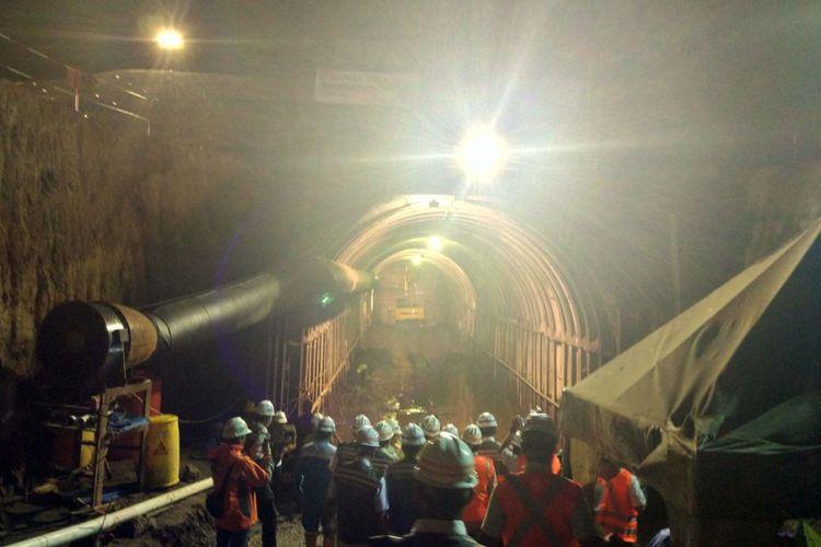 Pembangunan terowongan pada proyek Bendungan Kuwil di Sulawesi Utara, Selasa (14/11/2017). Terdapat dua terowongan yang dibangun dengan panjang masing-masing 520 dan 550 meter.