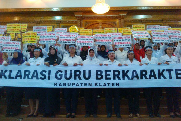 Guru di Klaten deklarasikan Guru Berkarakter di Gedung Wongso Menggolo Klaten, Jawa Tengah, Rabu (20/12/2017).