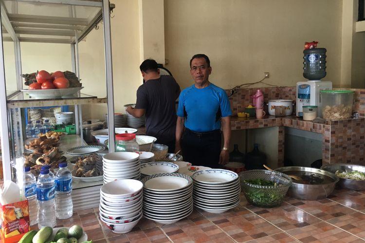 Pondok Gabus Lukman yang menjual gabus pucung makanan khas Bettawi di Kota Bekasi, Jawa Barat, Kamis (4/1/2018).