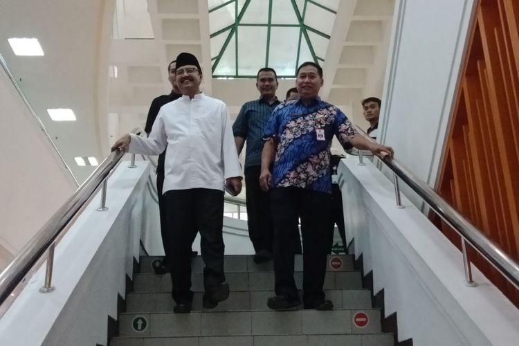 Gus Ipul keluar dari ruang tes psikiater di RSU dr Soetomo Surabaya.