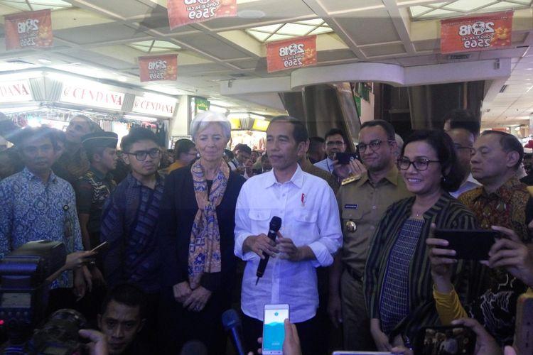 Presiden Joko Widodo saat di Pasar Blok A Tanah Abang, Jakarta Pusat, Senin (26/2/2018).