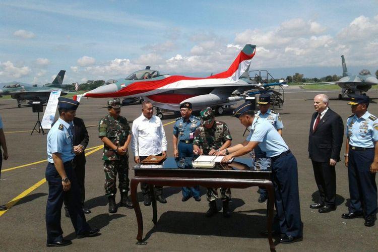 TNI Angkatan Udara resmi menerima 24 unit pesawat tempur F-16 dari Amerika Serikat.