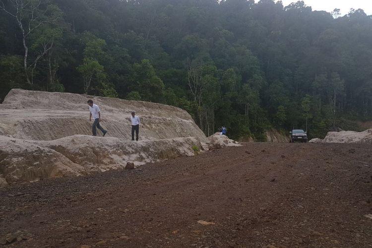 Kondisi Jalan Trans Papua di Papua Barat.