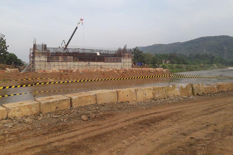 Titik kritis Ruas Tol Batang-Semarang terdapat pada pembangunan Jembatan Kalikuto sepanjang 100 meter. Jembatan ini selesai dirakit pada minggu ke-3 April 2018. Kondisi fisik pada Sabtu (14/4/2018).