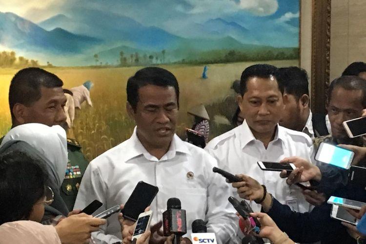 Kementerian Pertanian, TNI AD, dan Perum Bulog menggelar rapat koordinasi untuk mempercepat penyerapan gabah petani di kantor Perum Bulog, Rabu (9/5/2018)