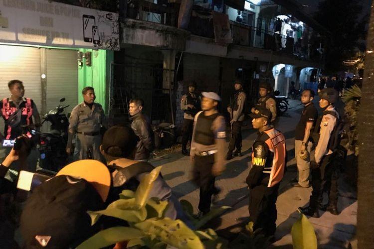 Lokasi baku tembak polisi dan terduga teroris disterilkan
