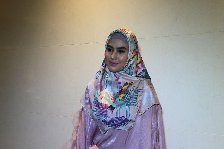 Kartika Putri saat menghadiri sebuah acara di Hotel Fairmont, Jakarta Pusat, Jumat (18/5/2018.