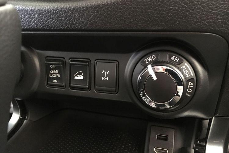 Pengaturan pilihan penggerak roda di New Nissan Terra.