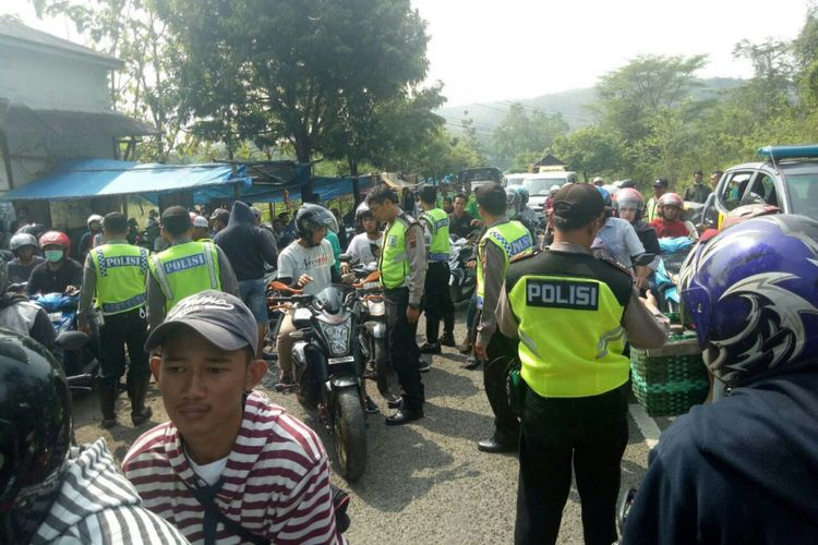 Satuan Lantas Kepolisian Resor Grobogan, Jawa Tengah, menggerebek aksi balap liar di kawasan obyek wisata Kedung Ombo, Kecamatan Geyer, Grobogan, Minggu (3/6/2018) sore.