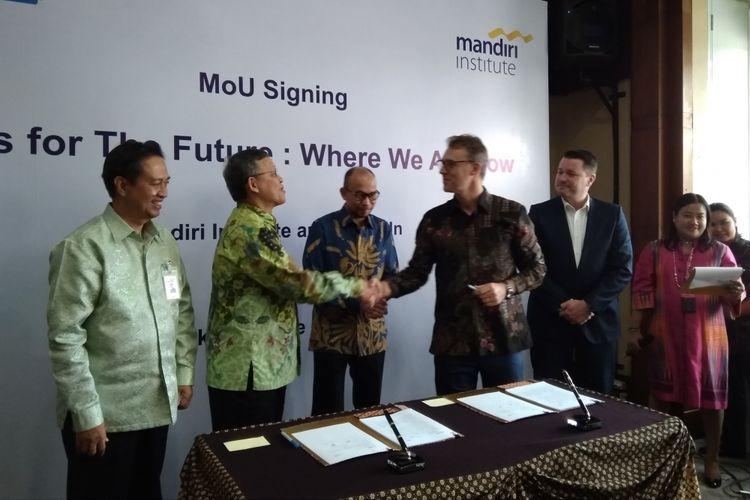 Mandiri Institue dan Linkedin tandatangani perjanjian kerja sama untuk kajian ketenagakerjaan dengan tajuk Indonesia Workforce: Skills for the Future di Plaza Mandiri, Rabu (6/6/2018).